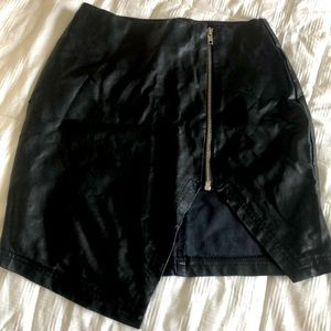 🐧MISSGUIDED Faux Leather Black Skirt 🐧